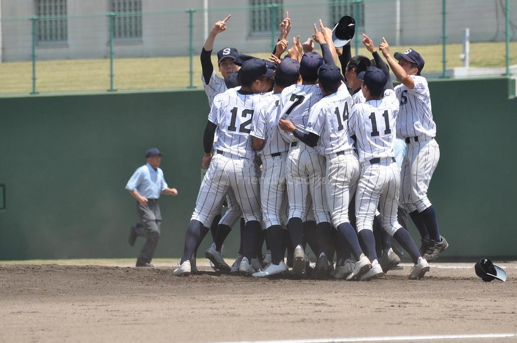 高校野球十六日目決勝がしまなみ球場で行われました!優勝は、広島新庄!おめでとう!